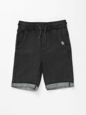 מכנסי טרנינג קצרים דמוי ג'ינס / בנים