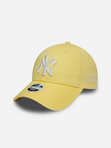 כובע מצחייה עם רקמת יאנקיז 9Forty / נשים