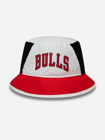 כובע באקט עם הדפס Bulls