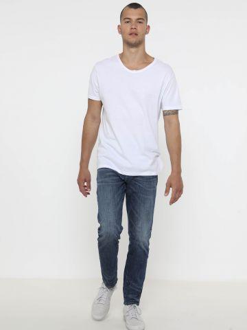 ג'ינס עם שפשופים Athletic Fit