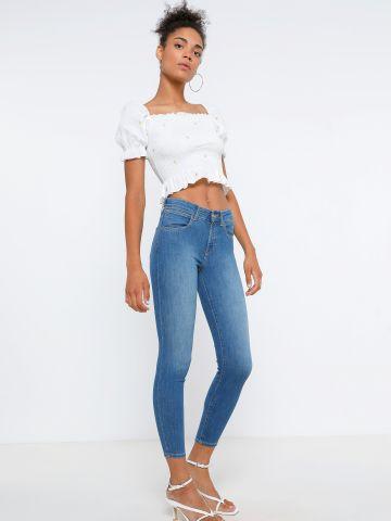 ג'ינס קרופ ארוך בגזרת סקיני של WRANGLER