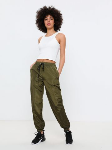 מכנסי ניילון ארוכים בגזרה גבוהה