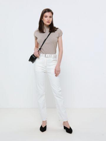 ג'ינס עם חגורה נלווית