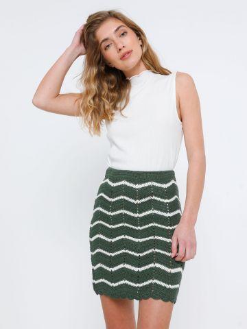 חצאית מיני סרוגה בדוגמת זיג זג