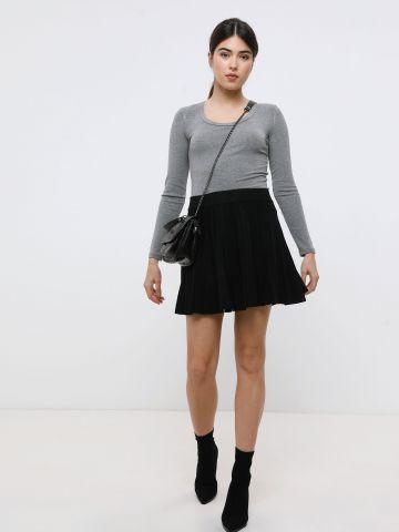 חצאית מיני סרוגה בסגנון פליסה