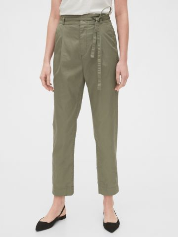מכנסי קרופ בגזרה ישרה עם חגורת קשירה במותן / נשים
