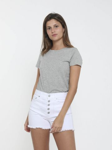 ג'ינס קצר עם כפתורי רכיסה
