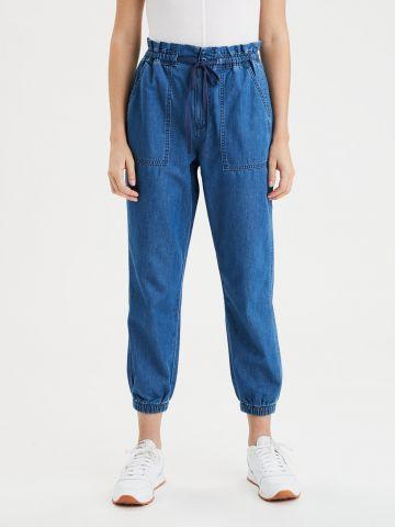 מכנסי ג'ינס ארוכים עם גומי / נשים