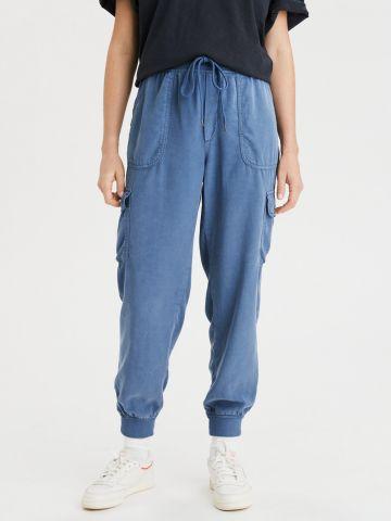 מכנסי טרנינג דמוי ג'ינס עם כיסים
