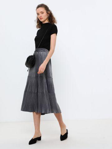 חצאית מידי קטיפה בטקסטורת ריב