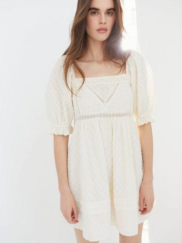 שמלת מיני בעיטור רקמה UO