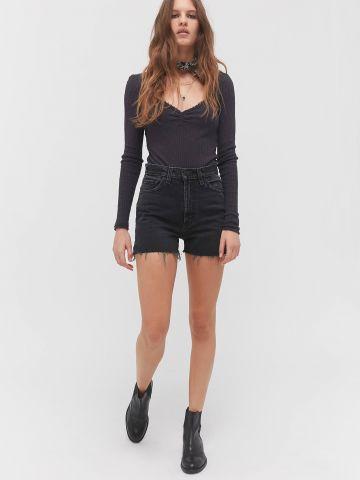 ג'ינס קצר עם פרנזים בסיומת BDG