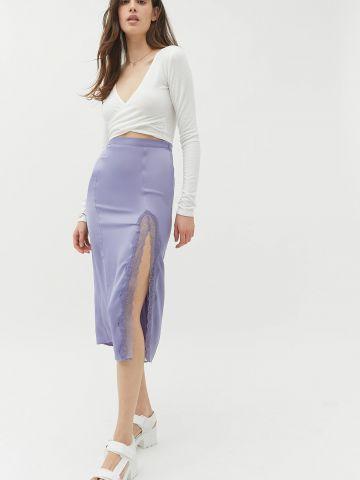 חצאית מידי סאטן עם תחרה UO