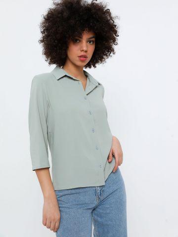 חולצה מכופתרת עם כריות כתפיים