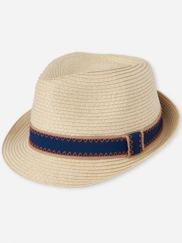 כובע קש צר שוליים