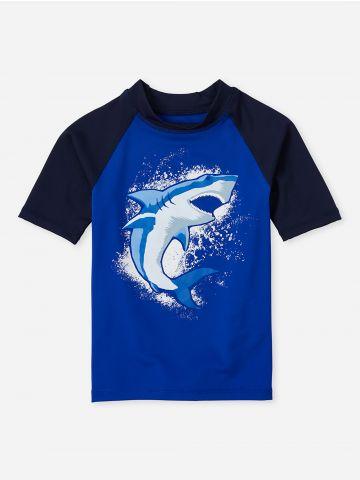 חולצת גלישה עם הדפס כריש / בנים