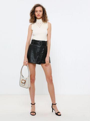 מכנסי חצאית קצרים דמוי עור