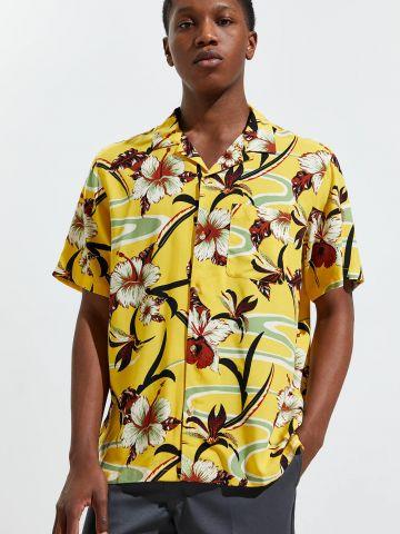 חולצה מכופתרת בסגנון הוואי UO