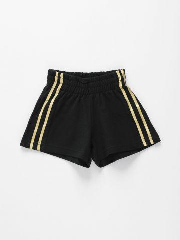 מכנסי טרנינג קצרים עם סטריפים מטאליים / בנות