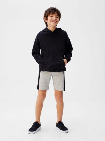 מכנסי טרנינג ברמודה עם סטריפים
