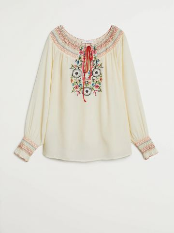 חולצה בשילוב רקמת פרחים מולטי קולור של MANGO