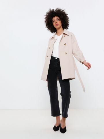 מעיל טרנץ' עם חגורת קשירה
