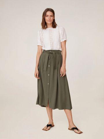 חצאית מידי עם כפתורים וחגורה