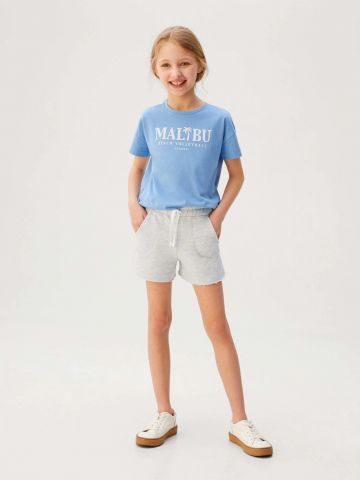 מכנסי טרנינג קצרים עם סיומת פרומה / בנות