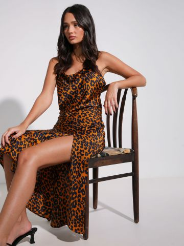שמלת מקסי סאטן בהדפס מנומר עם שסע