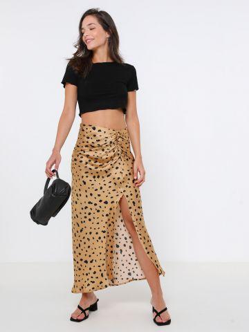 חצאית מידי מנומרת עם שסע