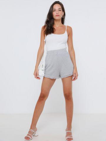 מכנסיים קצרים בטקסטורה עם פרנזים