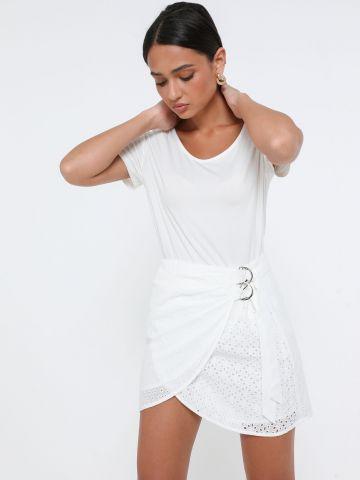 חצאית מיני מעטפת עם רקמה