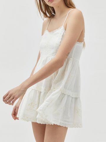 שמלת מיני ברקמת פרחים UO