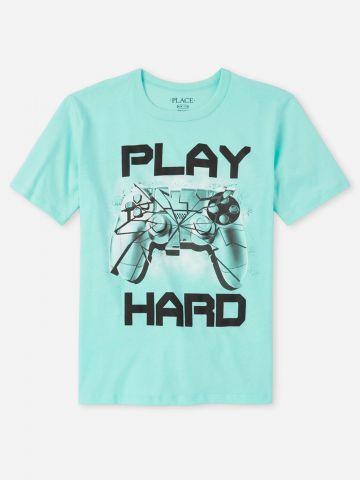 טי שירט עם הדפס Play Hard / בנים