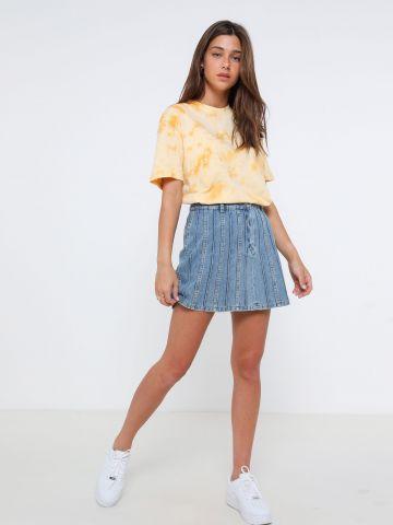 חצאית מיני ג'ינס עם תיפורים מודגשים