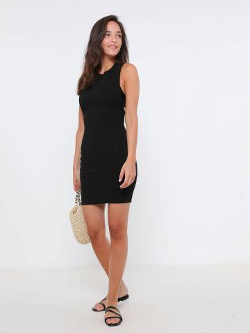 שמלת מיני עם פתחים עמוקים