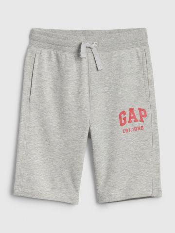 מכנסי טרנינג קצרים עם הדפס לוגו / בנים של GAP