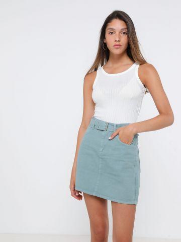 חצאית מיני ג'ינס עם חגורה