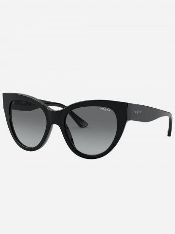 משקפי שמש עיני חתול עם מסגרת פלסטיק של vogue eyewear