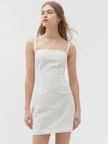 שמלת מיני עם רקמה UO