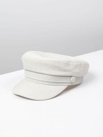 כובע קסקט עם רצועה דקורטיבית / נשים