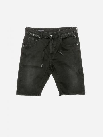 ג'ינס קצר בשטיפה כהה עם שרוך גומי / גברים