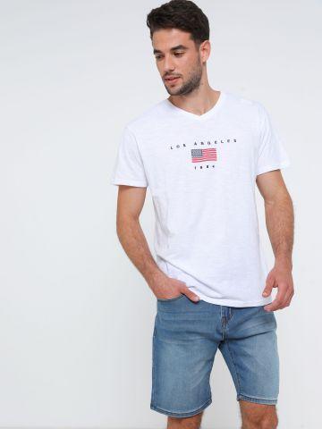 ג'ינס קצר עם שפשופים
