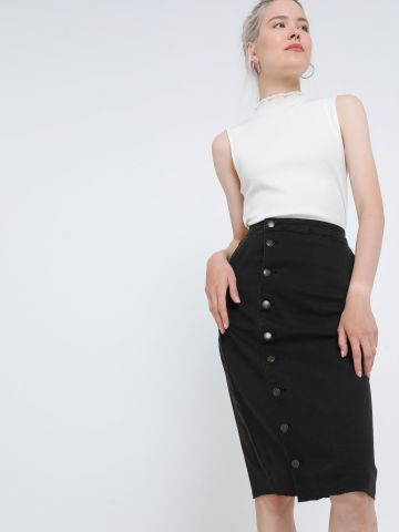 חצאית ג'ינס מידי עם כפתורים