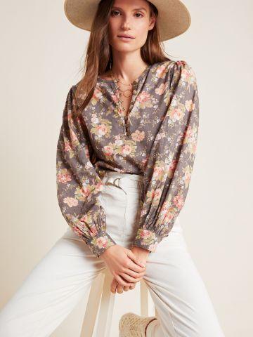 חולצת פרחים עם שרוולים נפוחים