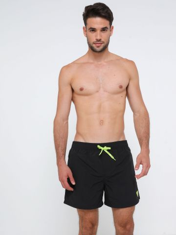 מכנסי בגד ים קצרים עם לוגו  של GUESS
