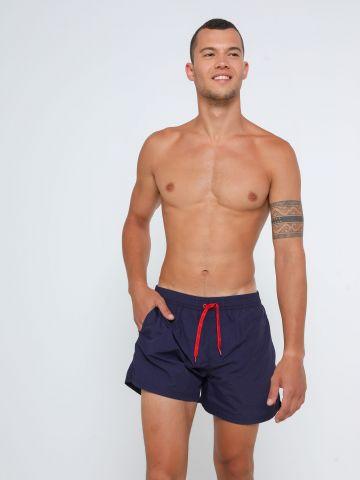 מכנסי בגד ים קצרים עם לוגו