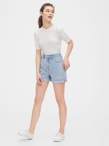 ג'ינס קצר בשטיפה בהירה