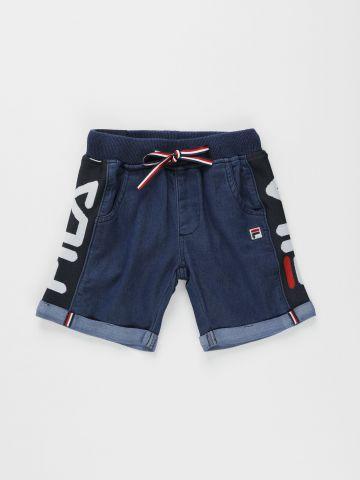 מכנסי ברמודה דמוי ג'ינס עם פאנלים לוגו / בנים של FILA