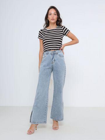 ג'ינס בגזרה רחבה עם שסעים